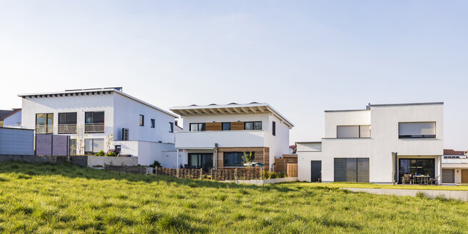 Germany, Nuertingen, modern one-family houses with solar roof - WDF05265