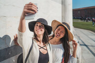 Friends taking selfie in front of building - CUF50626