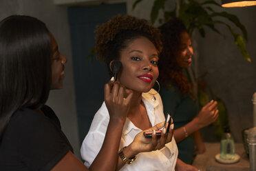 Women applying makeup at ladies' room - VEGF00151