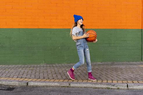 Young girl playing basketball, laughing - ERRF01242