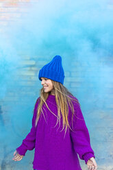 Young girl with turquoise color powder in the background - ERRF01266