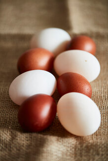 White and brown eggs on linen cloth - CUF50810