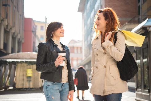 Female shoppers talking on street, Arezzo, Toscana, Italy - CUF51111