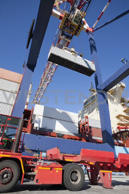 Crane unloading container ship at commercial dock - JUIF01012 - Ian Lishman/Westend61