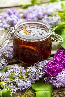 Preparation of lilac sirup, rosemary brown sugar and lemon - SARF04258