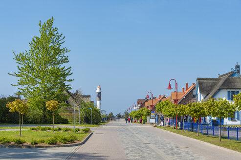 Hauptstra�e, Leuchtturm, Wohnh�user, Timmendorf, Insel Poel, Mecklenburg-Vorpommern, Deutschland - FRF00838
