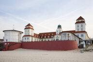 Germany, Ruegen, Binz, spa hotel at sandy beach - WIF03892