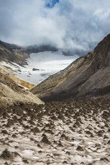 Russia, Kamchatka, Mutnovsyk volcano, little sand mounds on a glacier - RUNF01986