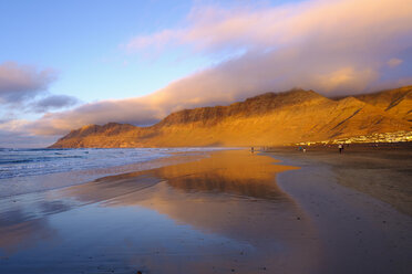 Spain, Canary Islands, Lanzarote, Caleta de Famara, beach in the evening light - SIEF08636