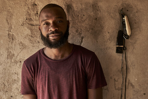 Mozambique, Maputo, portrait of bearded young man - VEGF00171