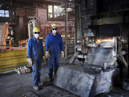 Industry, Smeltery: Workers in front of blast furnace with helmet and dust mask - CVF01195