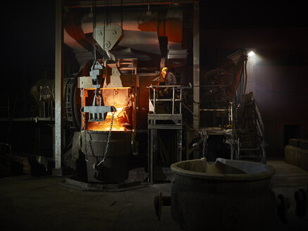 Industry, Worker controlling smelting process - CVF01218
