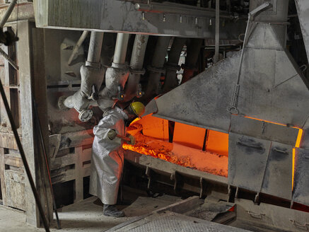 Industry, Worker controlling smelting process - CVF01224