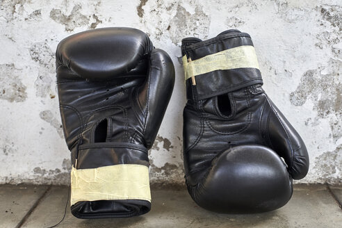 Black boxing gloves - VEGF00185