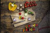 Preparation of vegetable skewers - LVF08024