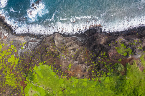 Overhead view over Pacific Ocean and West Maui Mountains, Maui, Hawaii, USA - FOF10736