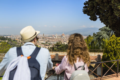 Young couple on a city break in Florence, Tuscany, Italy - MGIF00415