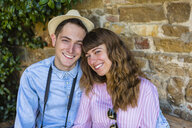 Young couple on a city break, sitting on a bench, taking a break - MGIF00421