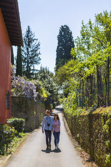 Affectionate couple strolling through narrow alleys in Florence, Tuscany, Italy - MGIF00442