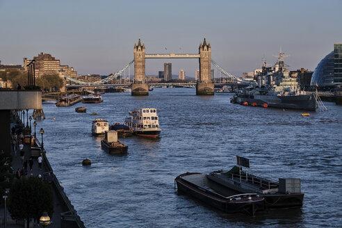 UK, London, River Thames and Tower Bridge - MRF01990
