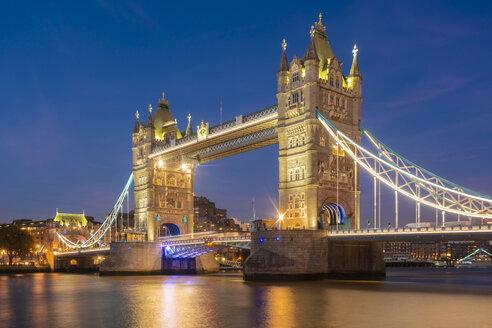 UK, London, illuminated Tower Bridge at night - TAMF01442