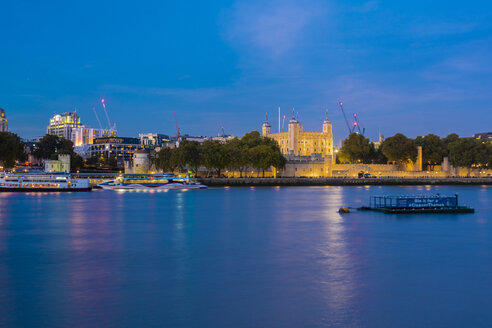Tower of london at night with reflection the Thames at night - TAMF01451
