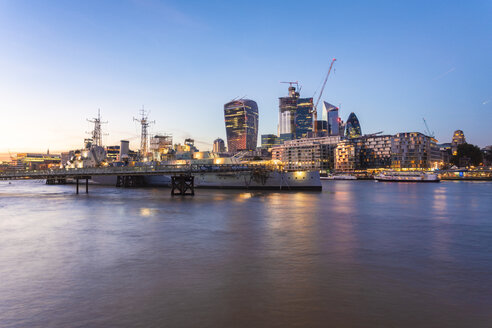 UK, London, Skyline at sunset with Hms Belfast in the foreground - TAMF01454