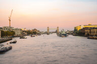 UK, London, The Tower Brigde with the HMS Belfast at sunset with purple sky - TAMF01463
