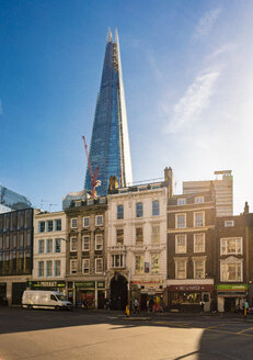 UK, London, Borough High Street with the Shard in background - TAMF01478