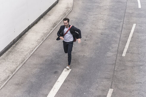 Businessman running on road - UUF17626