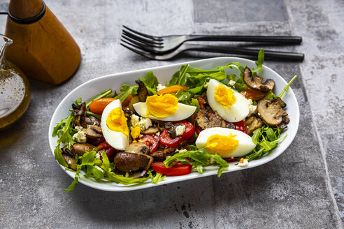 Rocket salad with fried champignons, hard-boiled egg, tomatoes and feta - SARF04285