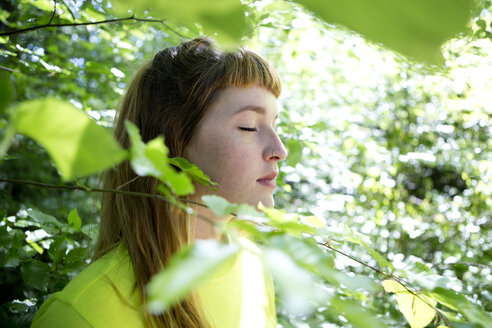 Portrait of young woman in the forest - FLLF00217