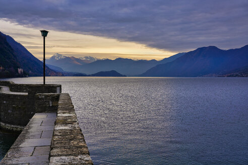 Lake Como at sunrise in winter, Lombardy, Italy - LOMF00871