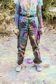Girl with Holi colours on her clothes, Germany - VGPF00039