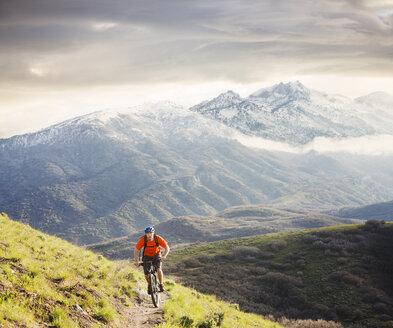 Caucasian man riding mountain bike - BLEF05505