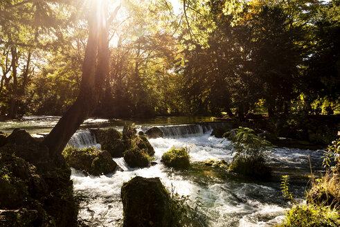 Eisbach, Englischer Garten, München, Oberbayern, Bayern, Deutschland, - LHF00634
