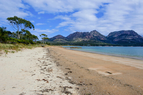 Beach in Coles Bay, Freycinet National Park, Tasmania, Australia - RUNF02196