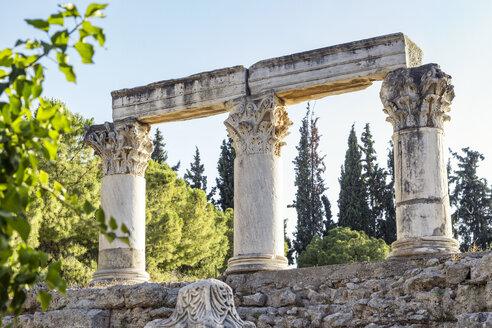 Tempel E Korinth, korinthische Säulen, Octavia Tempel, archäologische Ausgrabungsstätte antikes Korinth, Argolis, Peloponnes, Griechenland - MAMF00709