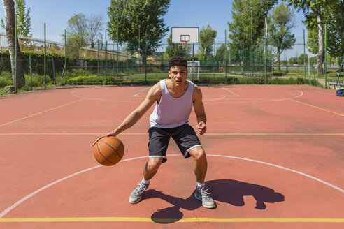 Young man playing basketball - MGIF00512