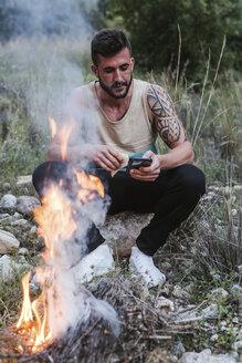 man in the forest/SPAIN/GRANADA/MONACHIL - LJF00079