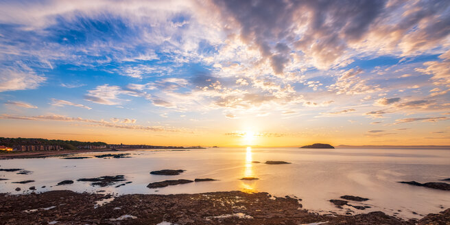 Sunset over the east bay, Firth of Forth, North Berwick, East Lothian, Scotland - SMAF01248