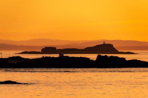 View across North Berwick Harbour towards Fidra Island and Lighthouse, North Berwick, East Lothian, Scotland - SMAF01251