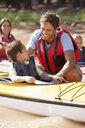 Family in kayaks - JUIF01129