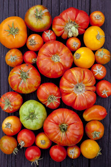 Close up of variety of fresh tomatoes on board - BLEF06220