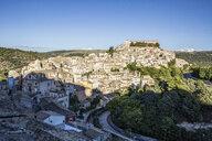 View from Ragusa Superiore to Ragusa Ibla with Duomo di San Giorgio, Ragusa, Sicily, Italy - MAMF00753