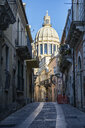 View from an old town alley to Duomo di San Giorgio, Ragusa Ibla, Ragusa, Sicily, Italy - MAMF00756