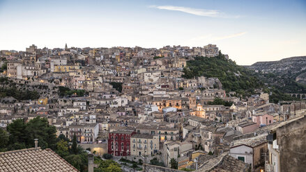 View from Ragusa Ibla to Ragusa Superiore at dusk, Ragusa, Sicily, Italy - MAMF00762