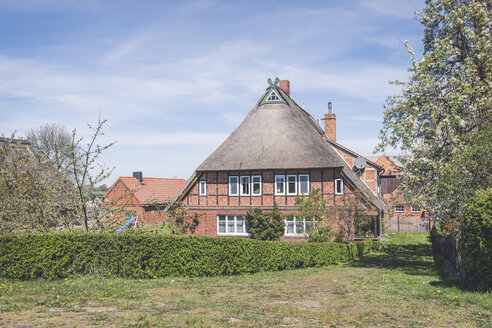 Thatched-roof house, Konau, Lower Saxony, Germany - KEBF01246