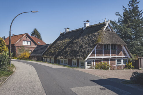 Thatched-roof house, Kirchwerder, Hamburg, Germany - KEBF01258