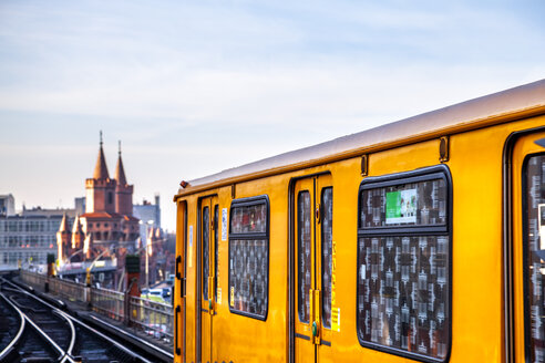 Train on elevated railway in front of Oberbaum Bridge at twilight, Berlin, Germany - PUF01623